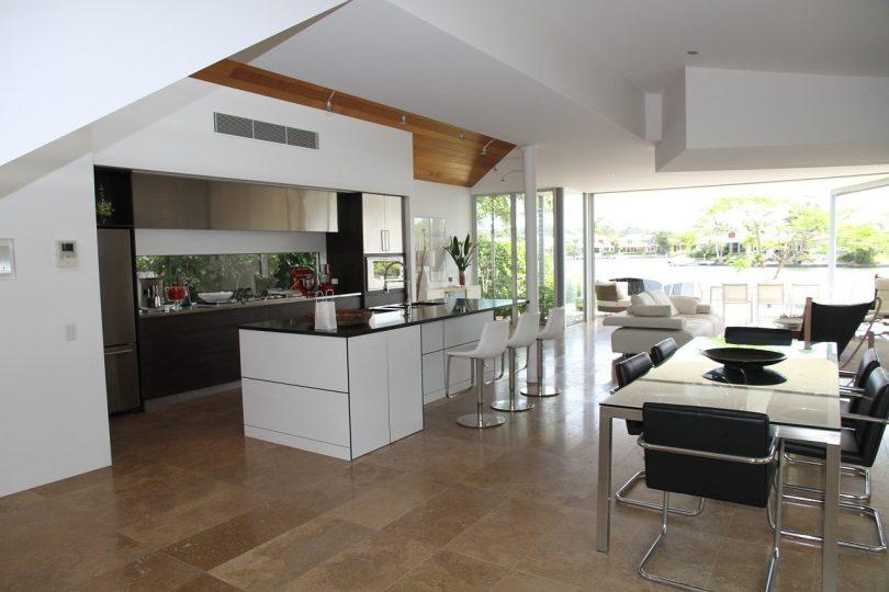 Décoration salon cuisine ouverte blanche